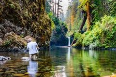 Photographe de paysage aux automnes de Punchbowl Photo libre de droits