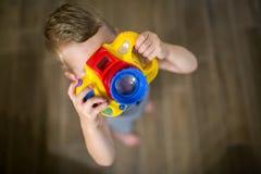Photographe devenant de garçon mignon photos libres de droits