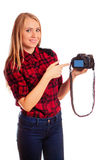 Photographe féminin attirant montrant l'écran de l'appareil-photo - isola Photo stock