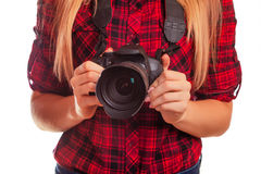 Photographe féminin tenant un appareil-photo professionnel - d'isolement dessus Image stock
