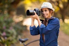 Photographe prenant des photos Images stock