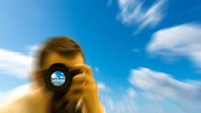 Photographe prenant une photo image stock