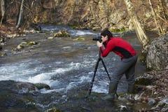 Photographe sur le fleuve Photos stock