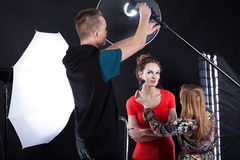 Photographer fixing a flesh light Royalty Free Stock Photography