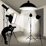 Photographer working in the studio Royalty Free Stock Images