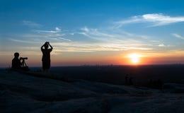 Photographes au coucher du soleil Photo stock