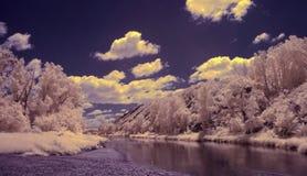 Photographie à infrarouge de montagne d'Ural du sud, rivière de Zilair Photos stock