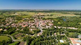 Photographie aérienne de Damvix dans le marais de Poitevin photo libre de droits