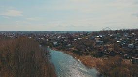 Photographie aérienne de la rivière avec une belle nature de forêt et de rivière de paysage de la Russie banque de vidéos
