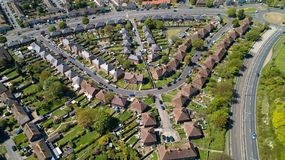 Photographie aérienne des maisons dans la ville de Folkestone photographie stock