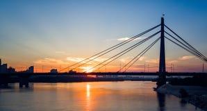 Photographie aérienne du coucher du soleil au-dessus de la rivière photo stock