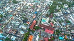 Photographie aérienne pendant le coucher du soleil au milieu de la ville de Phuket Photos stock