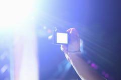 Photographie avec l'appareil photo numérique au concert Photographie stock libre de droits
