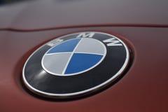 Photographie d'automobile, logo de BMW, thème foncé images stock