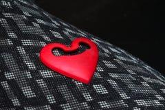Photographie d'isolement par objets rouges de forme d'amour photographie stock