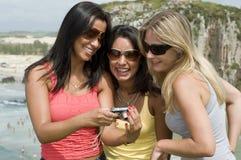 Photographie de femmes sur la plage image stock