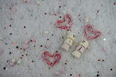 Photographie de nourriture de Noël de saison d'hiver utilisant des guimauves formées comme bonhomme de neige avec heureux glacé s Images stock