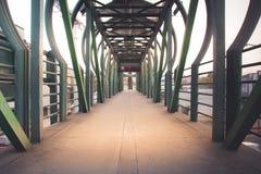Photographie de pont piétonnier Images libres de droits