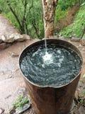 Photographie en baisse de créativité de chute de l'eau de tambour de l'eau Images libres de droits