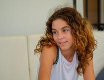 Photographie en gros plan de fille, âgée 10 photographie stock libre de droits