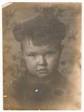 Photographie noire et blanche soviétique de portrait d'OD d'un petit garçon Photographie stock