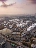 Photographies aériennes des usines de raffineries de pétrole, réservoir de gaz, réservoir de stockage de pétrole, réservoir chimi photo stock
