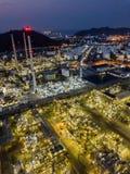 Photographies aériennes des usines de raffineries de pétrole, réservoir de gaz, réservoir de stockage de pétrole, réservoir chimi image libre de droits