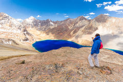 Photographing man tourist Bolivia mountains  lake  road. Stock Photography