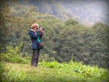 Photogrrapher della ragazza della natura Immagini Stock Libere da Diritti