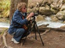Photogrrapher della ragazza della natura Fotografia Stock