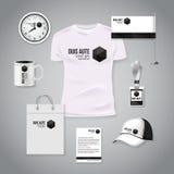 Photorealistic Designschablone des Unternehmensidentitä5sgeschäfts Klassisches weißes Briefpapierschablonendesign Uhr, T-Shirt Lizenzfreies Stockbild