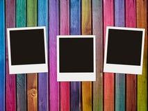 Photos blanc sur le fond coloré de planches Photo stock
