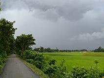 Photos de ciel nuageux dans le secteur de village Photographie stock