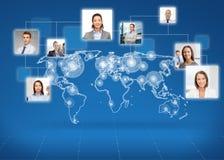 Photos des hommes d'affaires au-dessus de la carte du monde Images stock