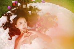 Photos des robes de mariage asiatiques du ` s de femmes photographie stock libre de droits