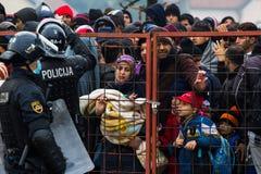 Photos dramatiques de la crise slovène de réfugié Images stock