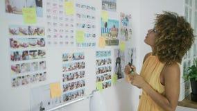 Photos les explorant de concepteur élégant banque de vidéos