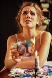 Photos malheureuses d'amour de brûlure de fille sur des photos de candels Photos libres de droits