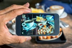 Photos on the smartphone screen, simple breakfast, egg pans, bak Stock Photography