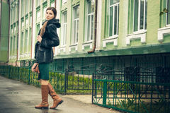 Photosession οδών του κοριτσιού Στοκ φωτογραφίες με δικαίωμα ελεύθερης χρήσης