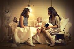 Photosession рождества с 2 девушками, ребенком и собакой Стоковые Изображения RF