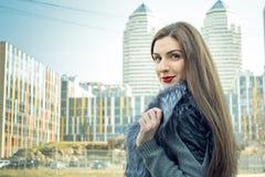 Photosession улицы девушки Стоковые Фотографии RF