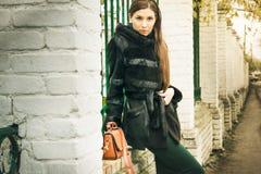 Photosession улицы девушки Стоковые Фото