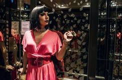 Photoshoot contemporaneo di una donna del transessuale immagini stock