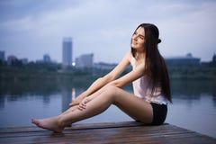Photoshoot lindo da jovem mulher Fotografia de Stock
