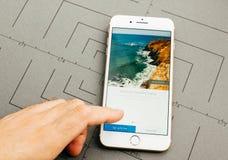 Photoshop ausdrücklich durch luftgetrockneten Ziegelstein auf iPhone 7 plus die Anwendung weich Stockbild