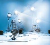Photostudio met verlichtingsmateriaal Royalty-vrije Stock Afbeeldingen