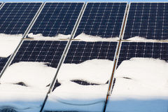 Photovoltaïque en hiver photos libres de droits
