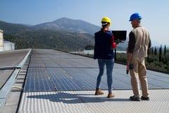 Photovoltaic arbeiders royalty-vrije stock afbeeldingen