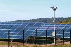 Photovoltaic elektrische centrale stock afbeeldingen